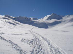 backcountry-skiiing-273759_1280